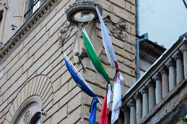 Bandiere e lutto