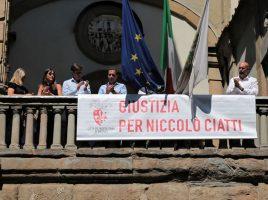 Striscione per Niccolò Ciatti sulla facciata di Palazzo Medici Riccardi