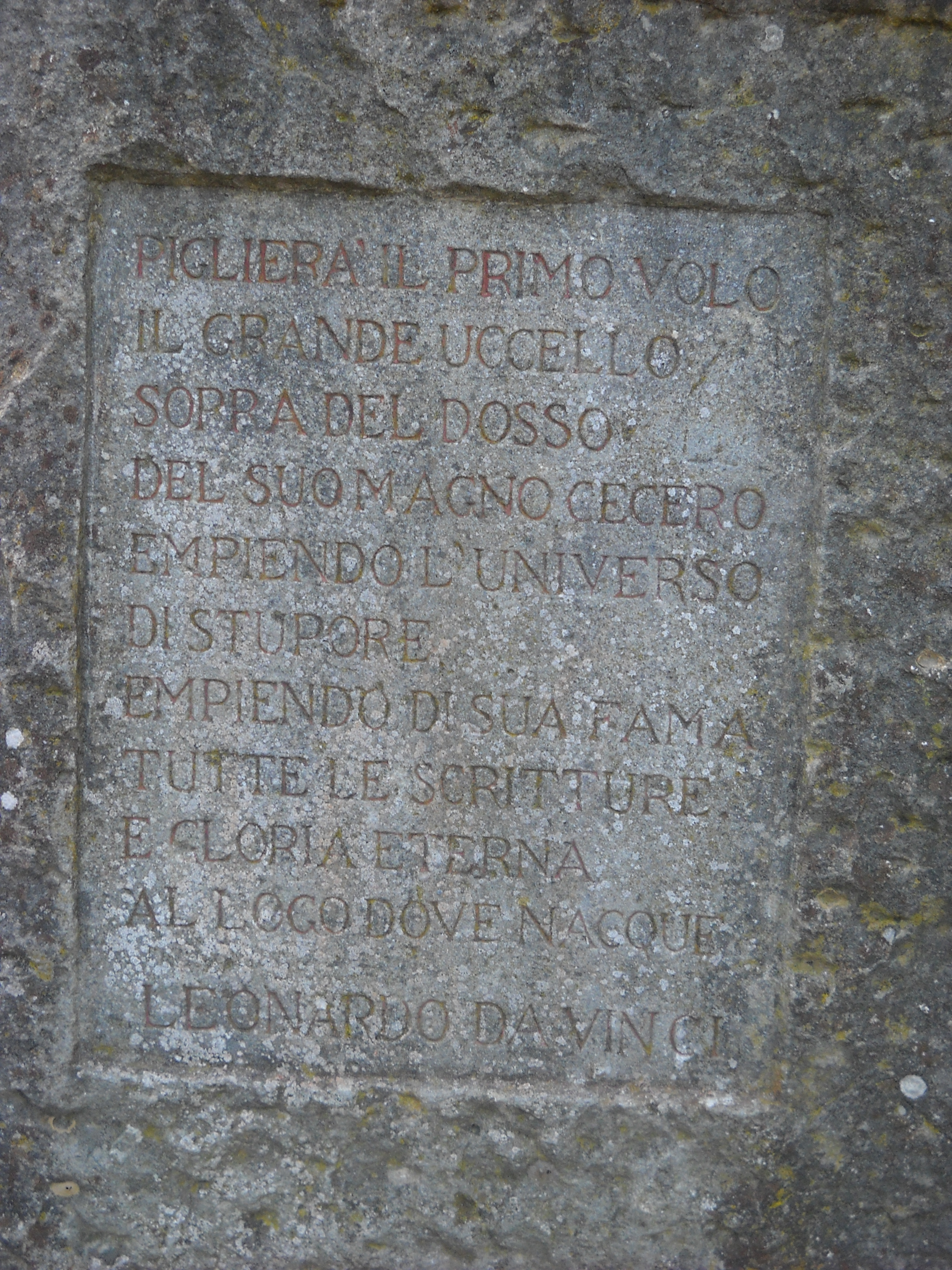 Dettaglio stele commemorativa del Volo di Leonardo (di Giuliana Profeti)