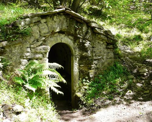 L'esterno della burraia Nannarino (di Pontassieve Natura www.pontassievenatura.it)