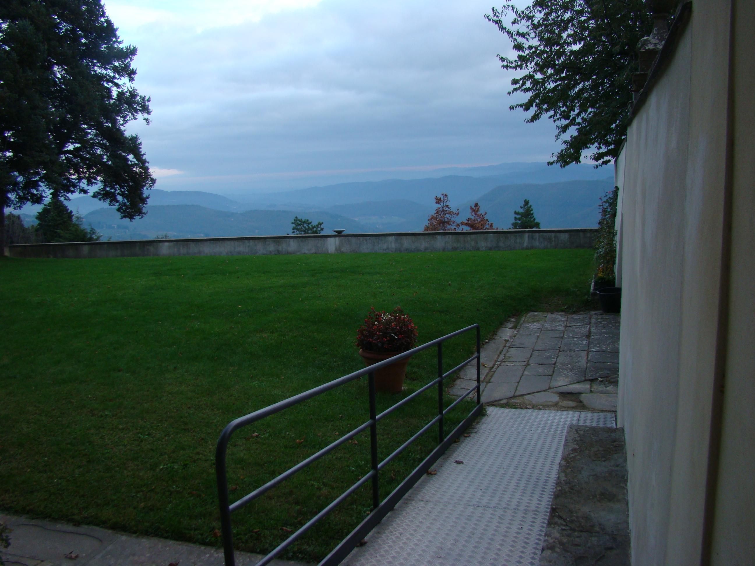 L'esterno del Santuario della Madonna del Sasso (di Giuliana Profeti)