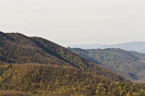 Il versante Nord visto percorrendo l'Anello della Valle di Sant'Ansano (di Pontassieve Natura www.pontassievenatura.it)