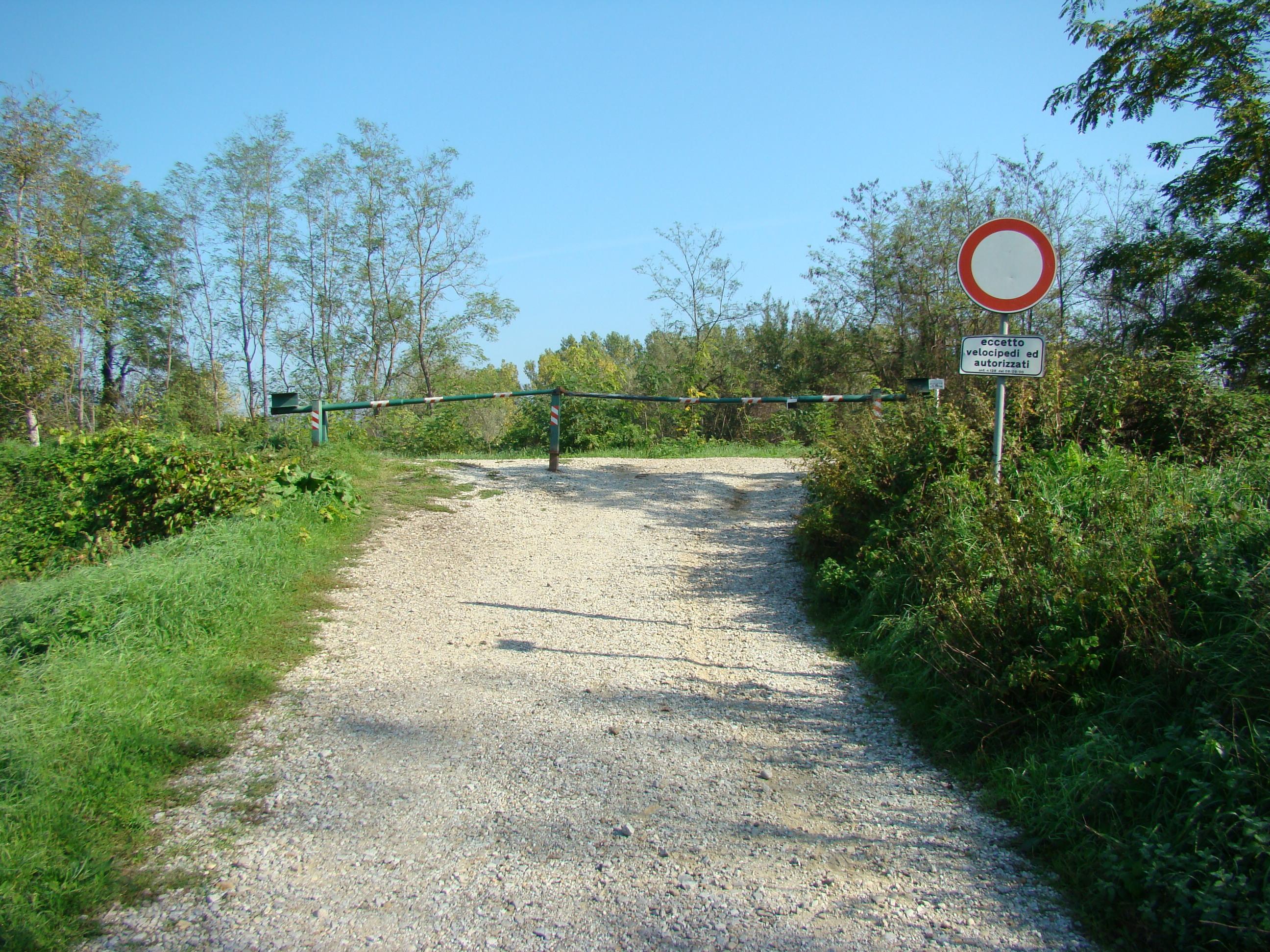 Accesso alla pista ciclabile e pedonale (di Giuliana Profeti)
