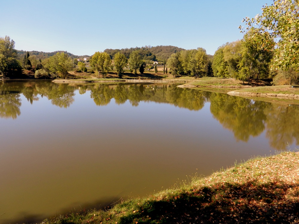 """Il lago """"La Vela"""" nei pressi della Garzaia. E' usato per la pesca sportiva (di Sandro Fabrizi)"""