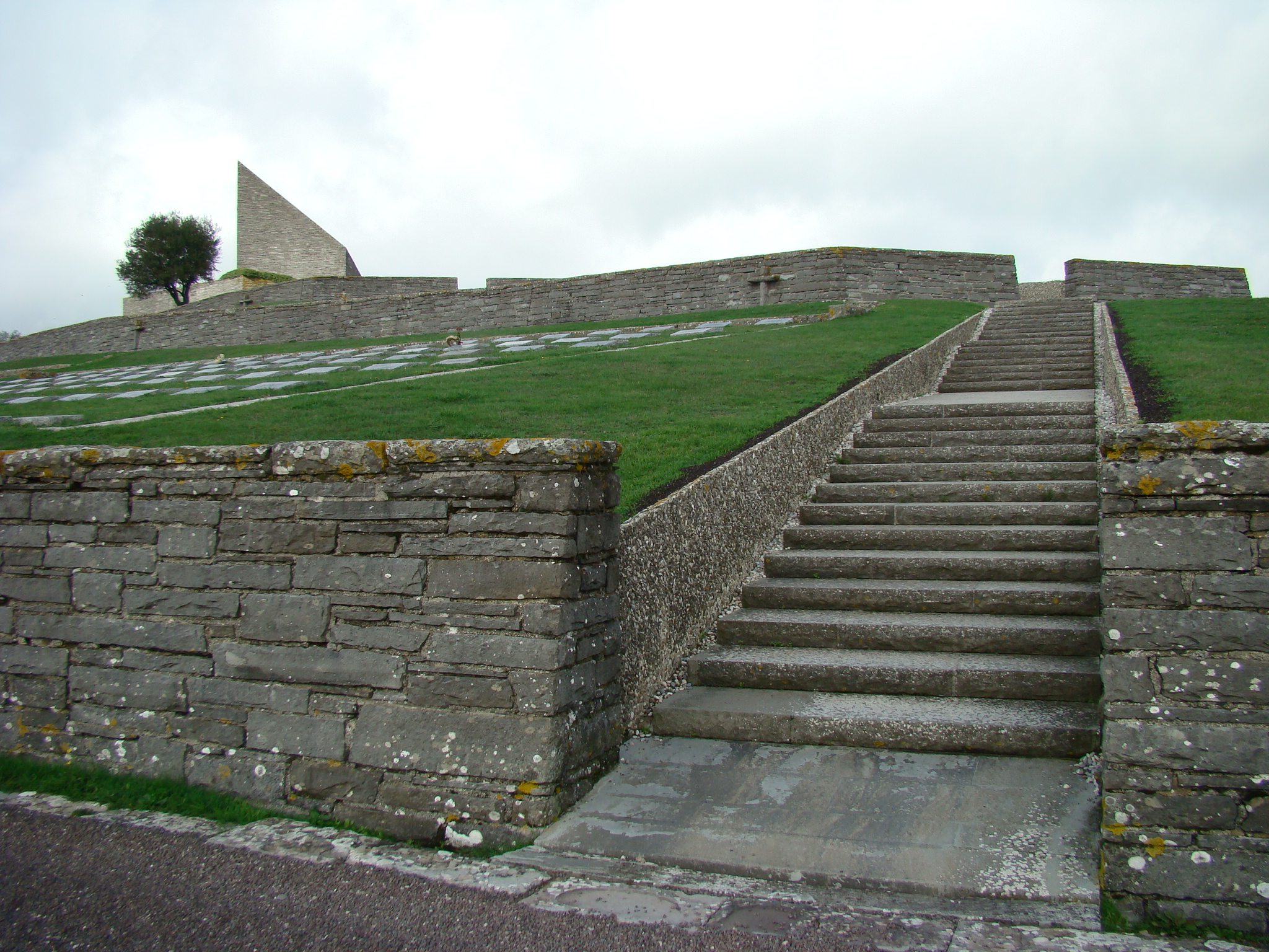 Cimitero Militare Germanico del Passo della Futa (di Giuliana Profeti)