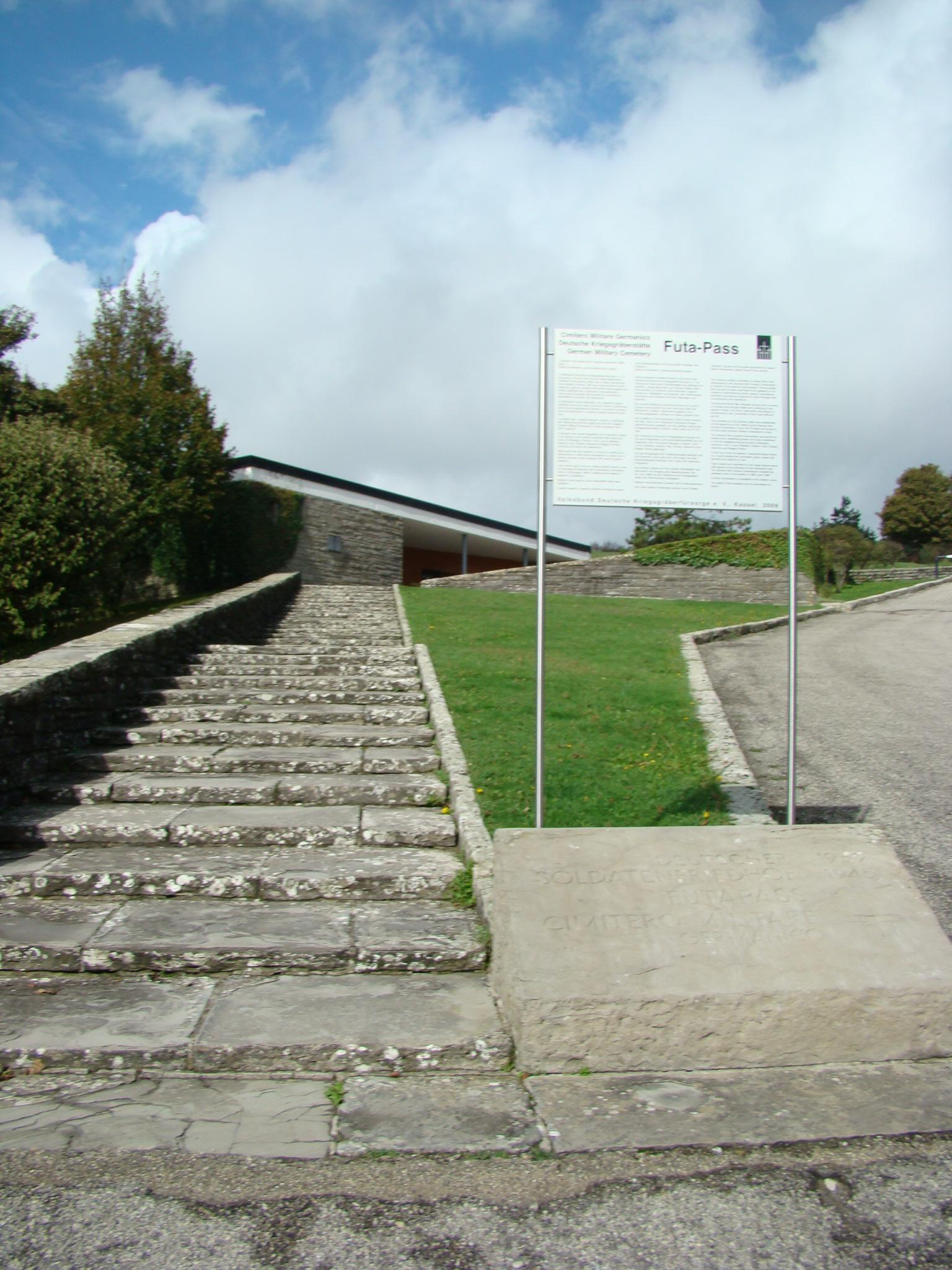 Ingresso del Cimitero Militare Germanico (di Giuliana Profeti)