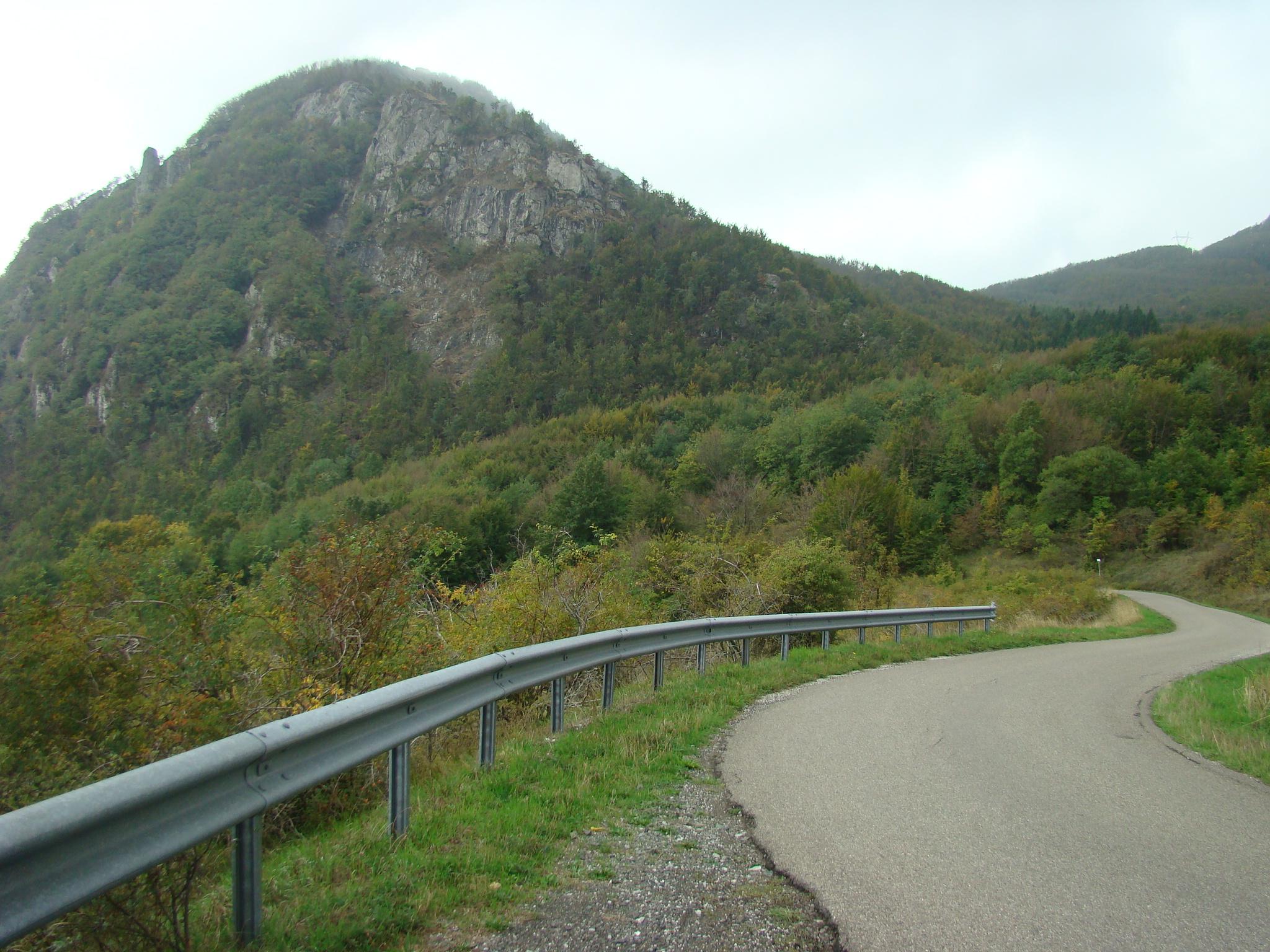 Il Monte Beni visto dalla Via Pietramala (di Giuliana Profeti)