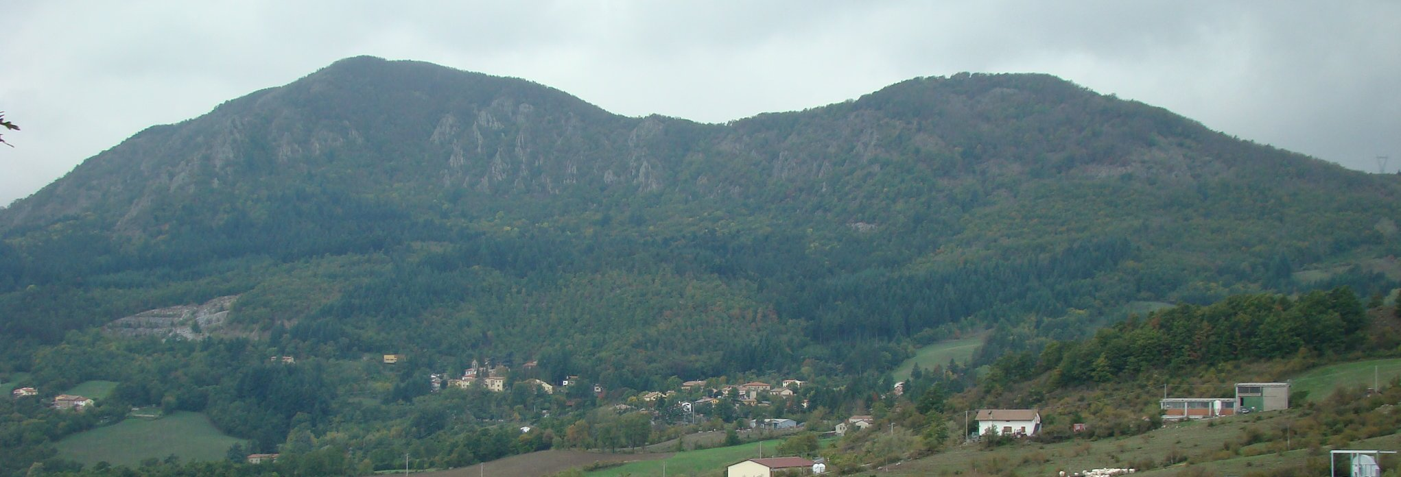 Panorama sul Sasso di Castro e Covigliaio (di Giuliana Profeti)