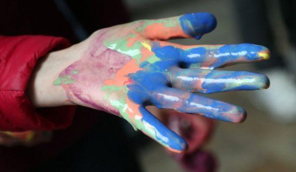 Mano colorata, foto dal sito della reete Re.A.Dy