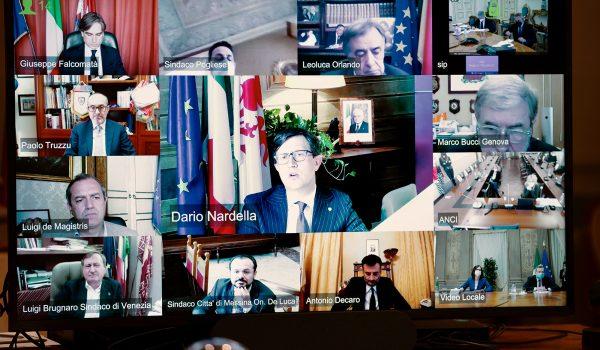 Incontro via web del Presidente del Consiglio Mario Draghi con i Sindaci delle Città Metropolitane (foto da www.governo.it)
