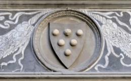 Frontone con stemma dei Medici